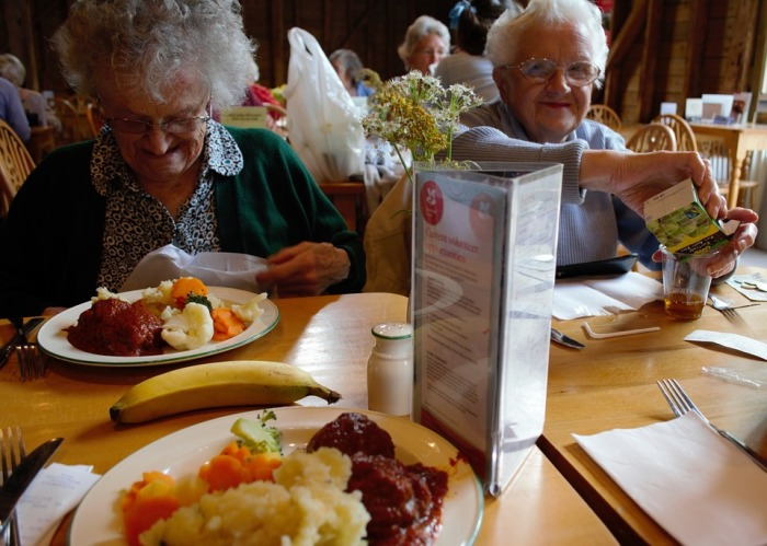 What To Consider When Taking a Senior Out For Dinner